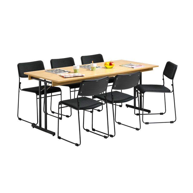 matbord med sex stolar